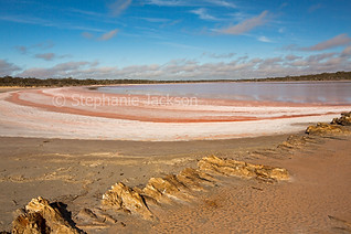 Pink salt lake in Murray Sunset National Park - IMG 1195