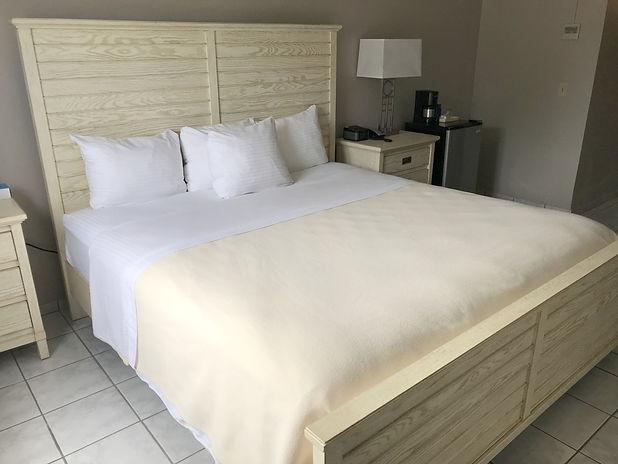7-small-standard-king-bed-1Kx768.jpg