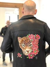 Personnalisation cuir veste léopard