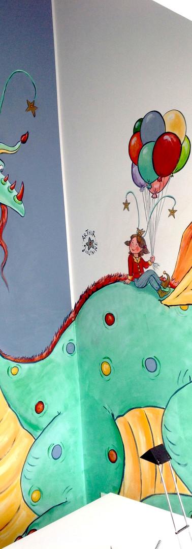 Peinture murale sur 2 murs - coin - chambre d'enfant dragon ballons fille princesse ailes