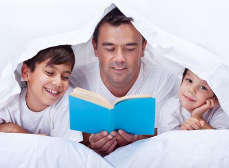 読み聞かせをするのは何歳まで? 読書との違いは?
