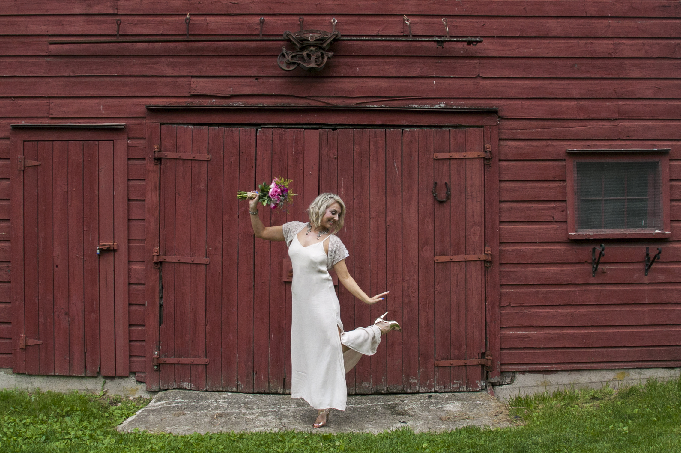 bride front of barn