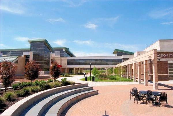 Livingston Student Center, Plaza
