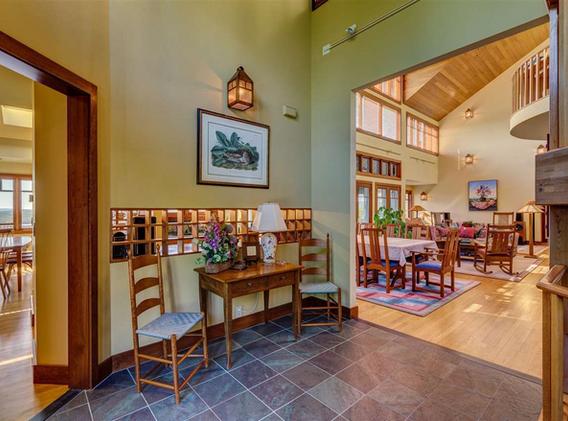 Sunapee Residence, Foyer
