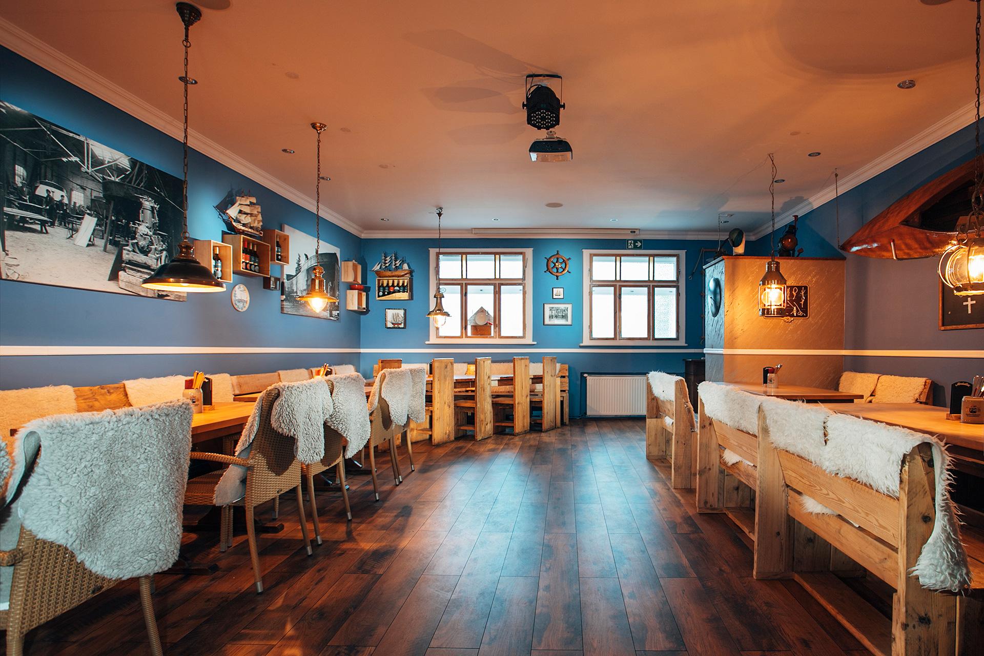 Großer Saal mit Bar (40 Pax)
