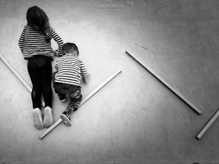 Promenade d'un petit couple, à chaque âge ses plaisirs