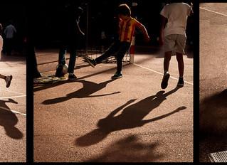 3, 2, 1 ombres jouent au foot
