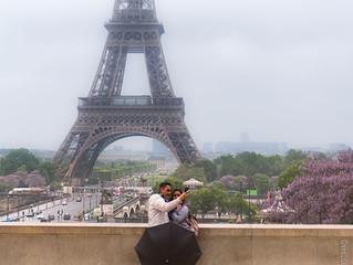 De l'amour sous la pluie au pied de la tour Eiffel