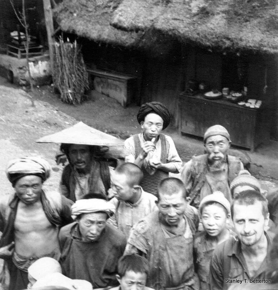 Yunnan peasants at Chi Gwo, Lushien Road (china029)
