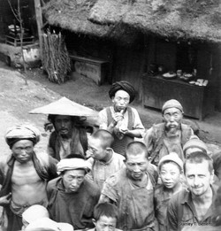 Yunnan peasants at Chi Gwo, Lushien Road (china029)