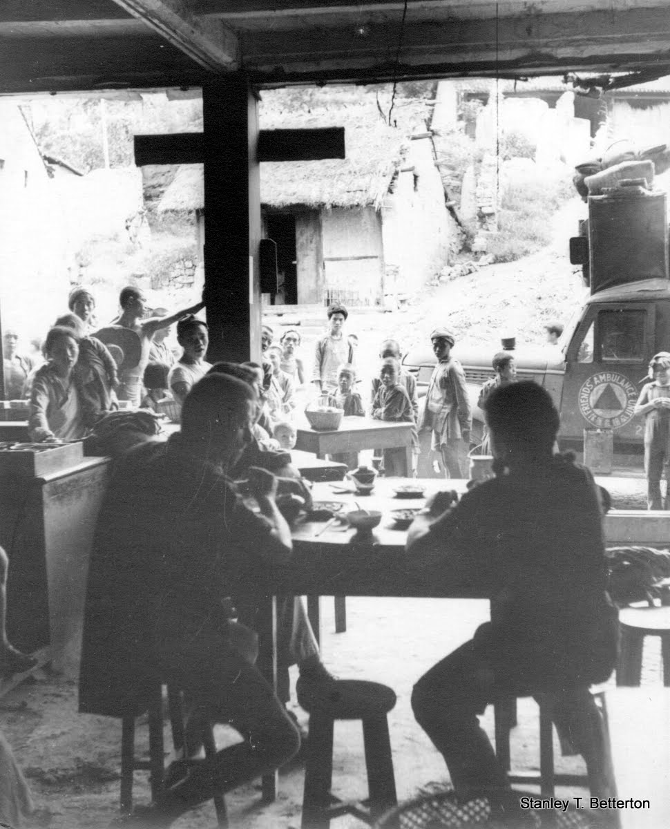 "Being watched whilst eating at a village ""fandien"" (china034)"