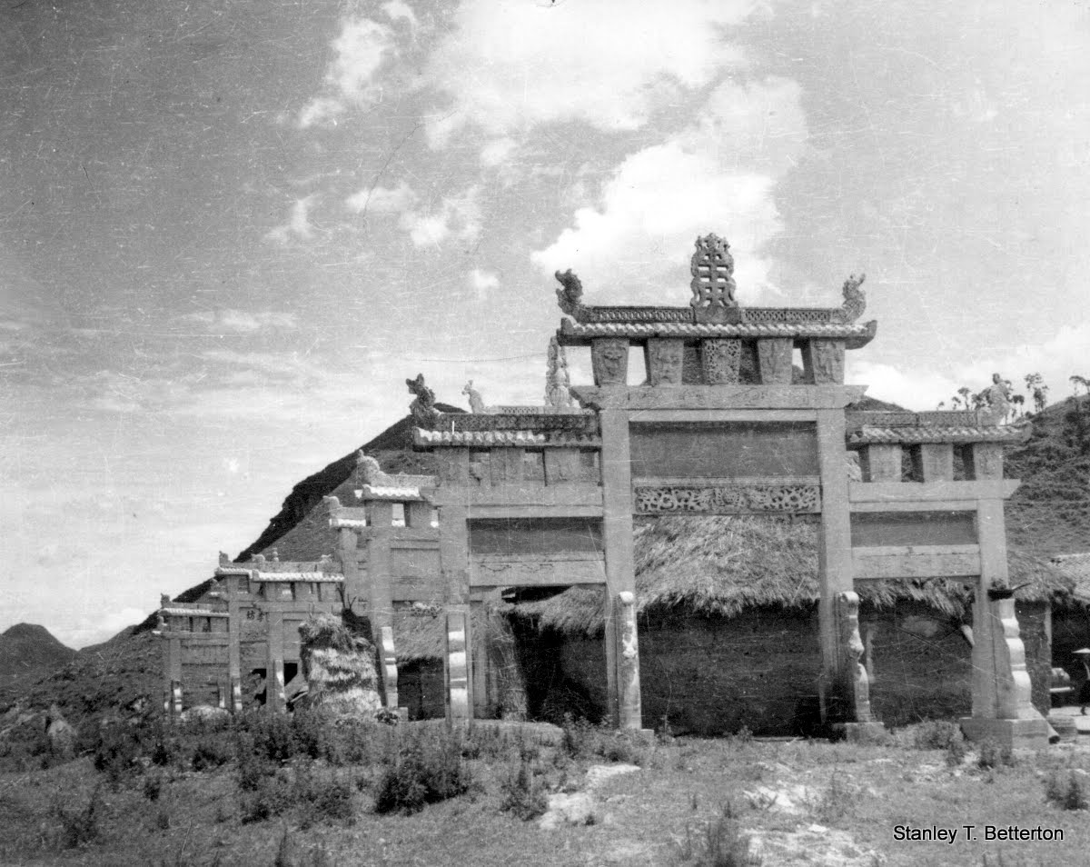 Gates to keep out evil spirits (china037)