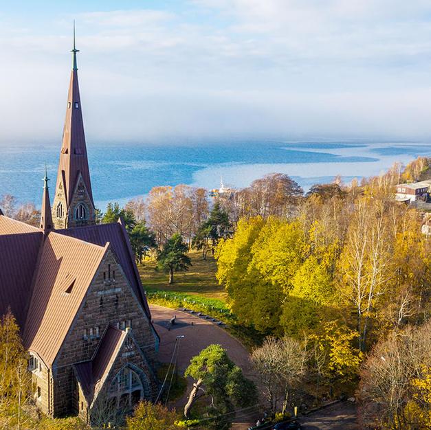 Koiviston kirkko ja sankarihautusmaa