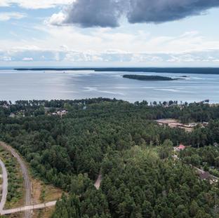Elokuu. Saarenpää Lehtiniemen kärki siintää kaukana.