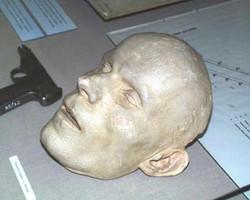 Mrázek posmrtná maska