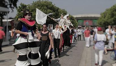 parade foraine, acrobates, equilibristes, cirque, spectacles rue, concert rock