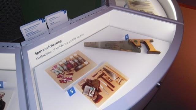 důkazní materiál nalezený v bytě