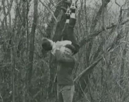 Anatoly Slivko s jednou z obětí.jpg