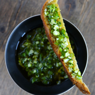 Sauce vierge toute verte à l'huile d'olive extra vierge d'Espagne - Recette de Sonia Ezgulian - © photo Emmanuel Auger