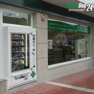 Distributore automatico pharmashop24 farmacie sarco srl