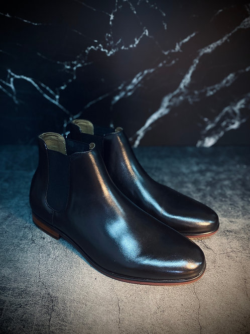 Classic Leather Chelsea Boots 6715
