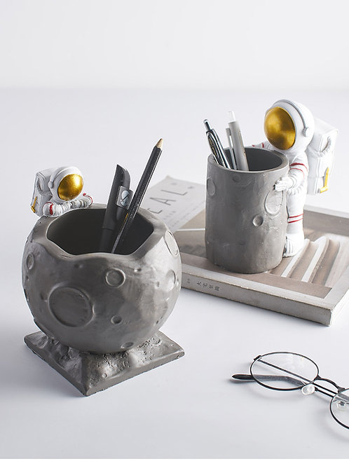 太空人月球筆筒擺設