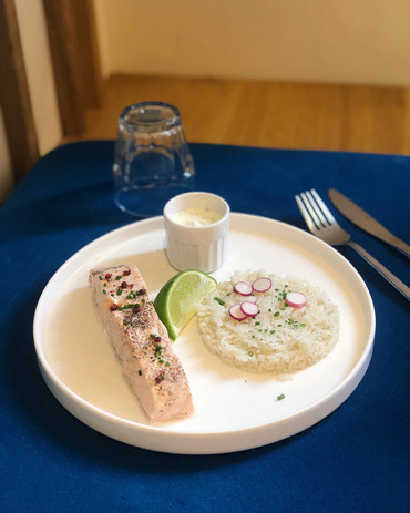 Pavé de saumon accompagné de riz