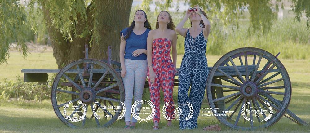 Joosje Duk, Katherine Romans, Laura Lockwood in Heavy Feathers