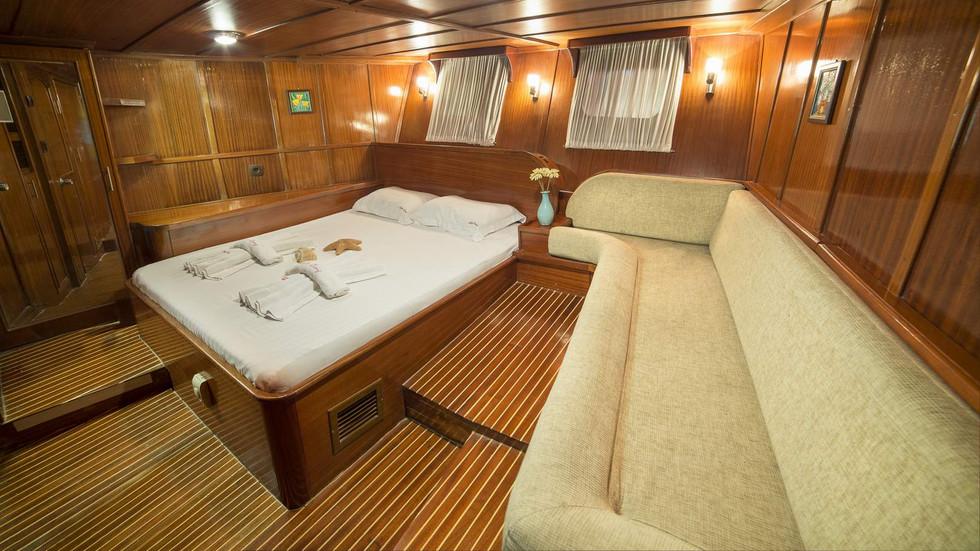 015-ad-04-aft-master-cabin-01jpg