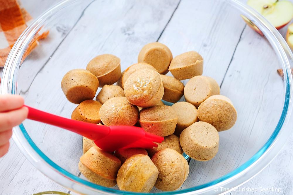 easy-apple-cinnamon-donut-hole-recipe