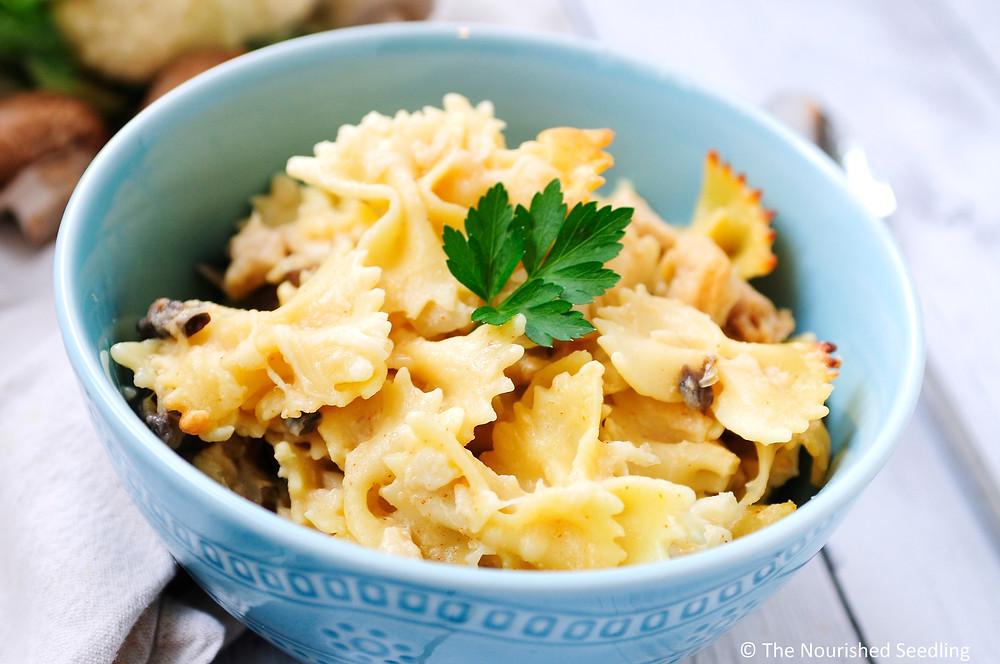 healthy-creamy-cauliflower-and-chicken-pasta-bake