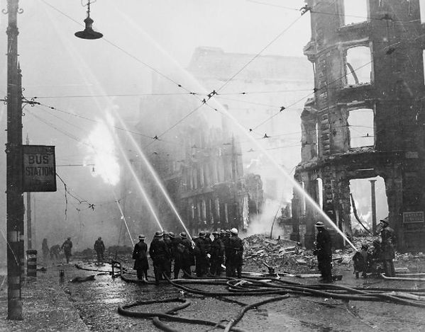 Air_Raid_Damage_in_Britain-_Manchester_H