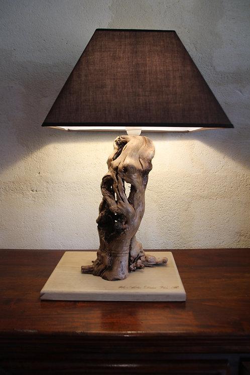Lampe sculptée à abajour