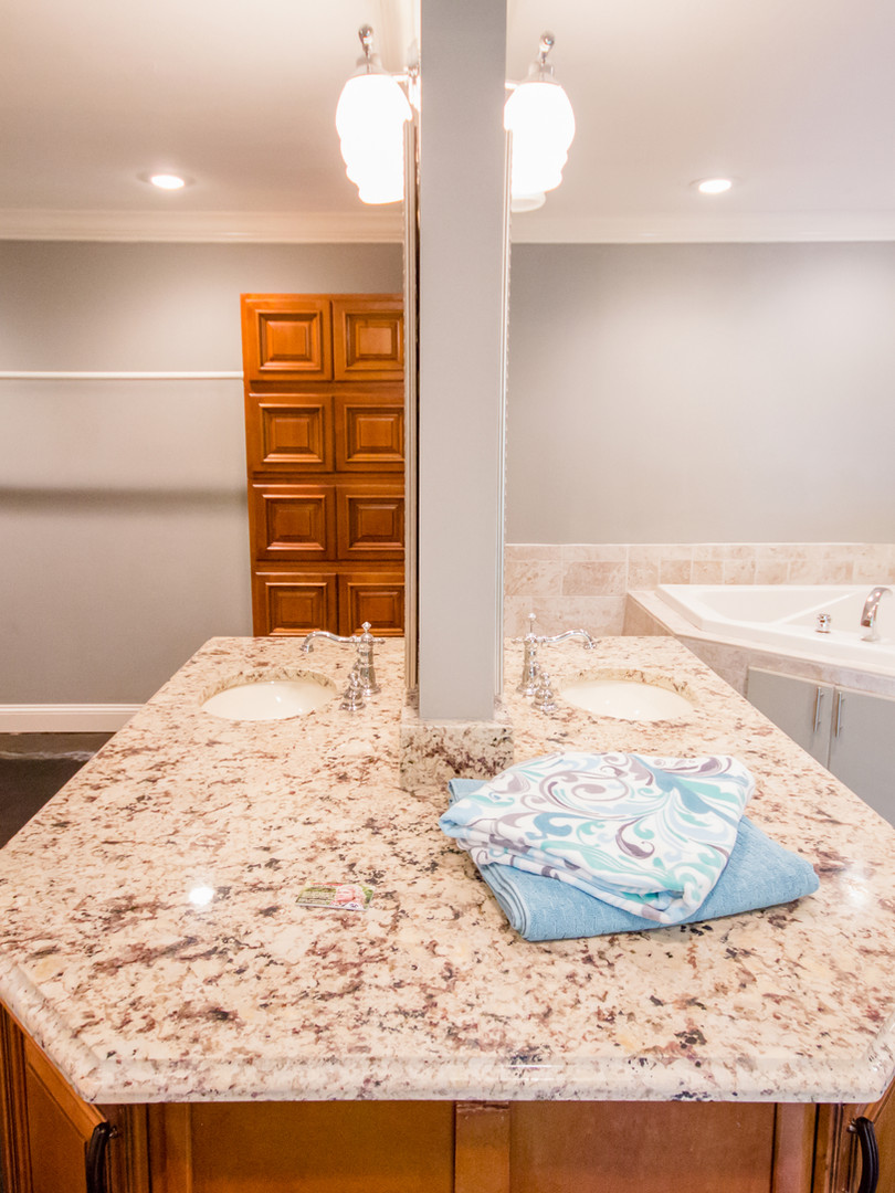 399 W. McElhaney  master bath 2.JPG