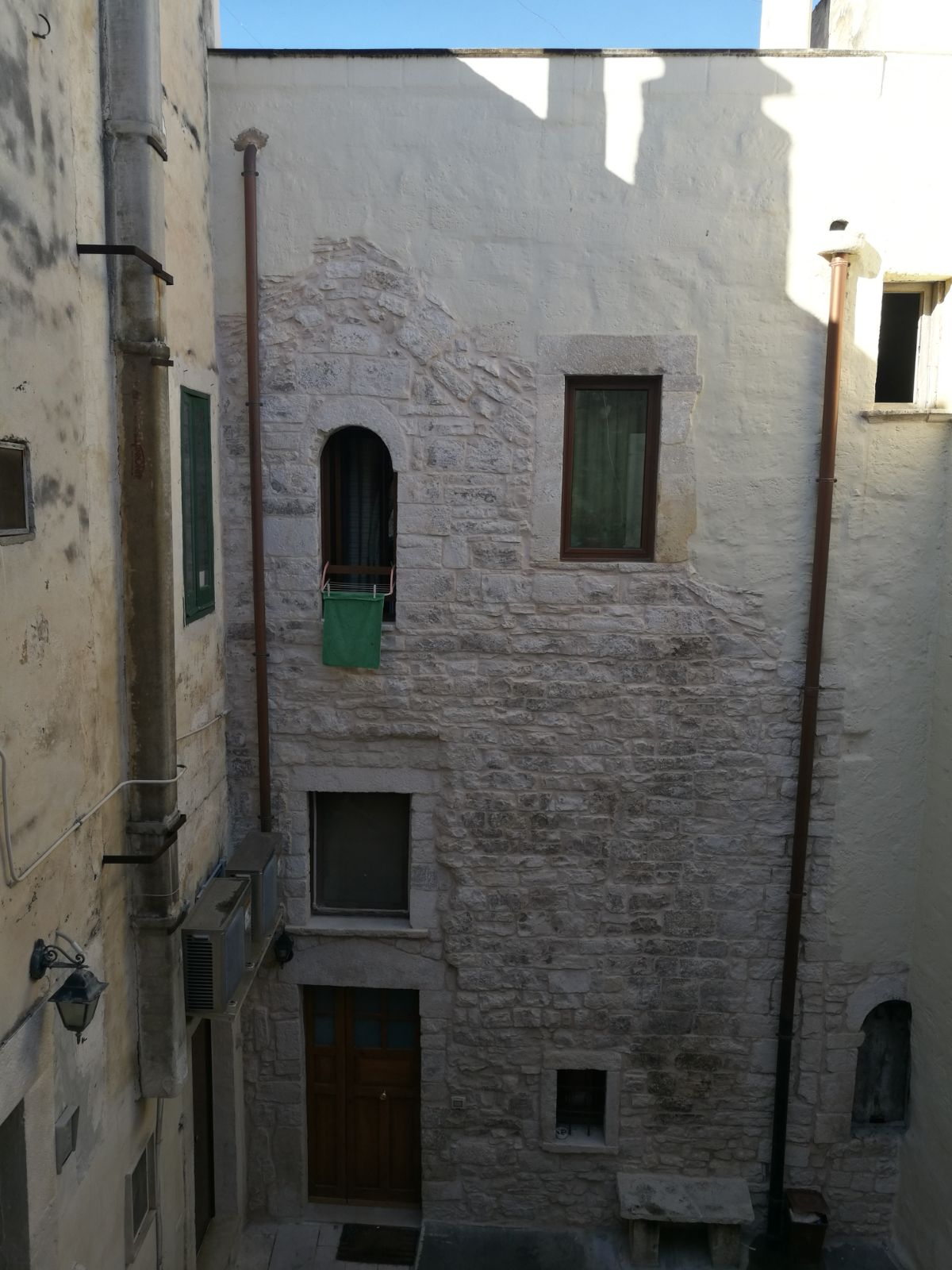 EDIFICIO IN VIA PEROTTI, 13
