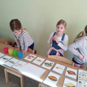 Komentované ukázky projektů a další tvorby dětí napříč ročníky