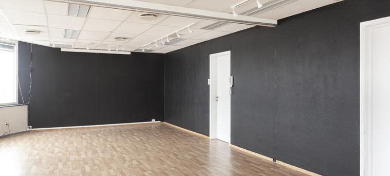 BlankSpace_gallery_BlackWallsweb1.jpg