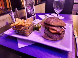 luna burger.jpg