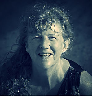 Janie - black and white in the algarve_e