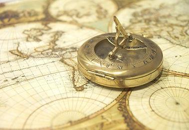 pixabay_世界地図とコンパス.jpg