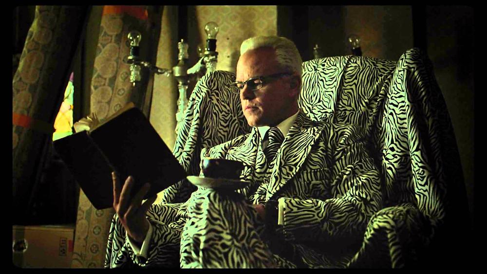 """""""Management Damon"""", littéralement fondu dans le décor..."""