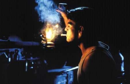 Une lueur dans la puissante obscurité... juste pour allumer une cigarette...