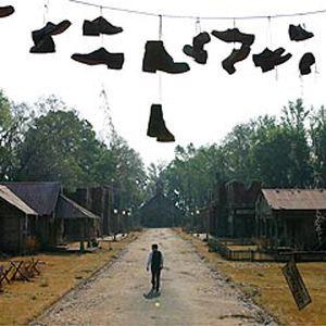Essuyez vos pieds avant d'entrer dans Spectre ! Même si le village n'a pas l'air au meilleur de ses jours...