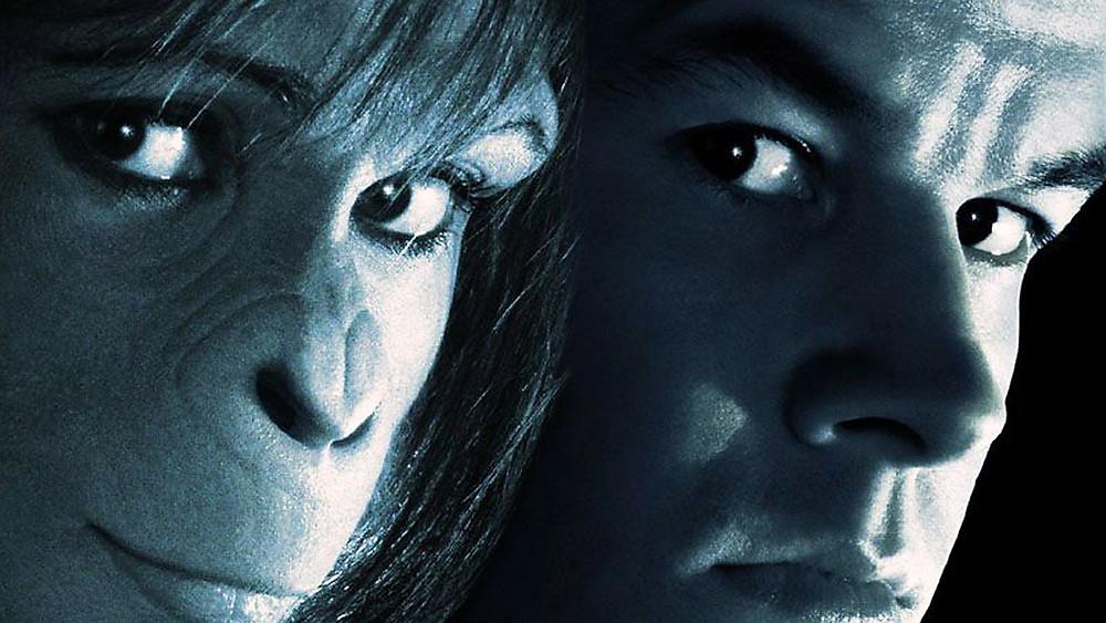 Un morceau du profil d'Ari, la fille d'un sénateur (Helena Bonham Carter) suivie d'un bout de la bobine (plus complète) du Capitaine Leo Davidson (Mark Wahlberg).