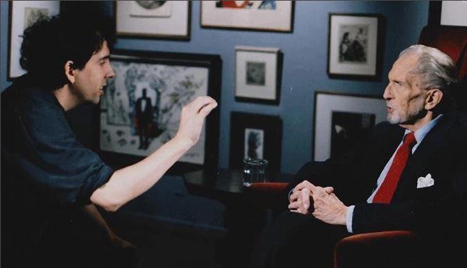 """Rien n'empêchera Burton de clamer quand même son hommage à son idole : un réalisateur qui a filmé en noir-et-blanc les derniers moments de la vie de son acteur tant admiré et qui poursuit la concrétisation de son documentaire malgré la mort de ce dernier... ça ne vous rappelle rien ? D'une certaine façon, le dernier film où apparaît Vincent Price est en réalité """"Ed Wood""""..."""