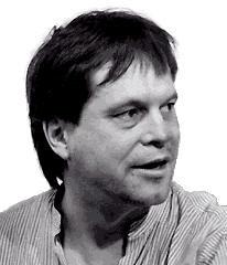 Terry Gilliam surveillant le texte, pour s'assurer qu'aucune ineptie ne s'y trouve (en tout cas, pas d'ineptie qui ne lui corresponde pas)...