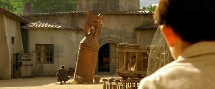 Comme des offrandes devant la statue d'une divinité trop silencieuse pour ne pas être menaçante !