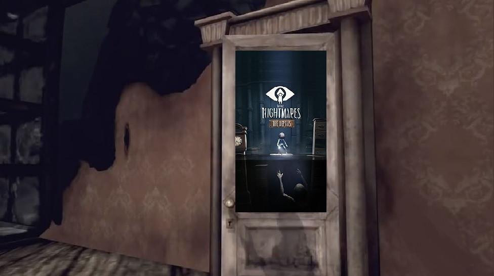 """Squelette de la porte """"Little Nightmares"""", tentative d'adaptation du jeu vidéo éponyme, où l'on """"incarne"""" une petite fille errant dans un univers aussi monstrueux qu'hostile, pour échapper aux bas fonds de la terreur hurlante... Alors ? Vous avez deviné d'où vient le décor de cette porte ? Un jeu vidéo, horriblement cauchemardesque, qui évoque l'enfance, à la merci d'un monde malsain et d'une crasse tapie dans l'ombre ? Je vous avoue un dernier indice : attention, il y a un piège !"""