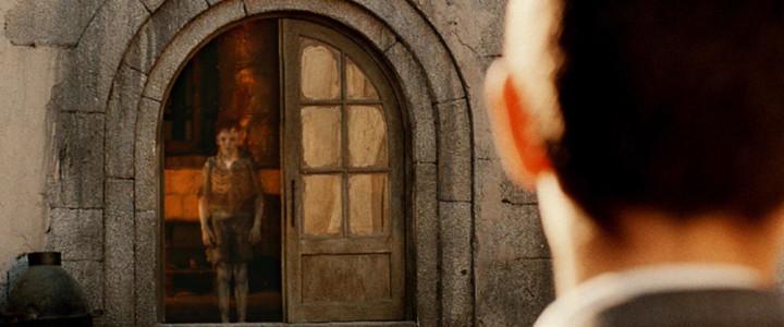 """Si les fantômes passent à travers les portes fermées, ils ne peuvent franchir les portes fantômes : celles que l'on croit ouvertes, mais qui sont les plus impassibles ! En parlant d'""""échine"""" et de """"colonne vertébrale"""", vous ne trouvez pas que l'on distingue pas mal sa cage thoracique ?"""