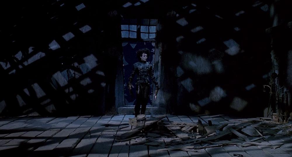 Le Grenier du Manoir où vit Edward et où est mort son créateur, le Savant Fou incarné par Vincent Price (acteur admiré de Tim Burton), dans son dernier rôle au Cinéma !